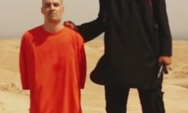 NON PENSIAMO ALL'EUROPA CHE CI STA SPOLPANDO, GUARDIAMOCI PIUTTOSTO DA ISIS E EBOLA!
