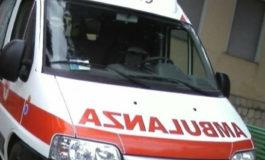 Donna di 73 anni ha perso la vita dopo essere stata agganciata dal camion della spazzatura che l'ha trascinata sull'asfalto