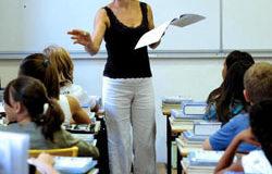 Caos scolastico: signora professoressa... intanto si copra