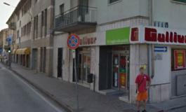 Già arrestato due volte dai carabinieri e sempre rilasciato dai giudici, ieri ha rapinato un supermercato: riarrestato dai carabinieri