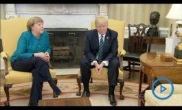 """Fantastico """"Vaffa"""" di Trump alla Merkel alla quale nega la rituale stretta di mano"""