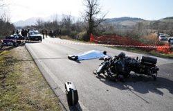 Moto contro auto, morto un centauro di 44 anni