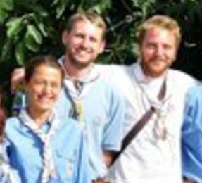 Il capo degli scout cattolici sposa il compagno e il parroco lo espelle
