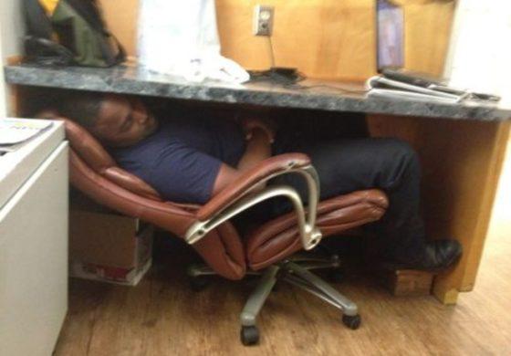 La Cassazione: chi dorme invece di lavorare va multato e licenziato in tronco