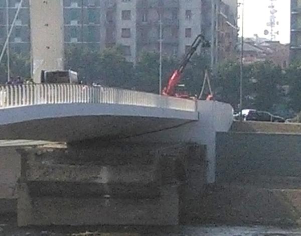 Uomo si toglie la vita impiccandosi al Ponte Meier
