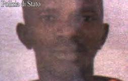 Sarà rimpatriato oggi il giovane della Guinea che ha accoltellato un poliziotto