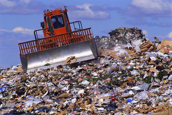 Risultati immagini per immagine di discariche di rifiuti