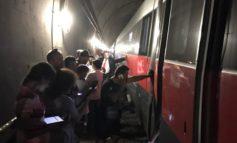 Frecciarossa guasto e bloccato in galleria: passeggeri senza climatizzatore e al buio