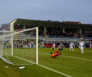 Due pali ed un gol annullato della Pistoiese favoriscono i pur meritevoli Grigi
