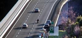 Donna si uccide lanciandosi dal cavalcavia dell'autostrada a Celle Ligure, forse era di Novi Ligure