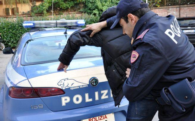 Un marocchino e un moldavo riempiono di botte un casalese e lo rapinano: arrestati