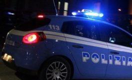 Sfonda una vetrina e porta via l'incasso: arrestato dalla Polizia