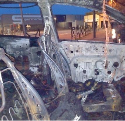 È finito in carcere il presunto autore degli incendi di auto, moto, due negozi e un bar