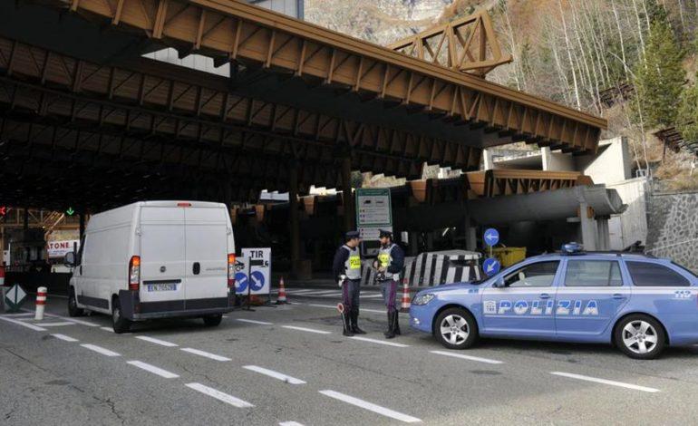 I francesi vengono a controllare i migranti in Italia ma lasciano passare alla frontiera un furgone pieno di tritolo