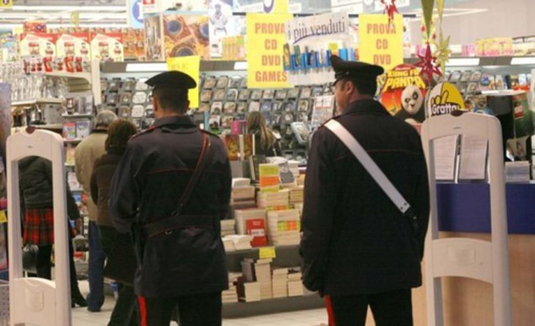 Marocchino denunciato per furto al supermercato, rilasciato, torna a rubare nello stesso supermercato