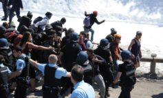 Migranti: corteo antifascista dall'Italia, tensione con la polizia francese poi rientrata