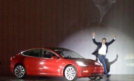"""Tesla interrompe la produzione di """"Model 3"""""""