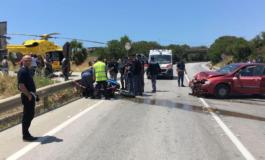 Tragedia al Giro d'Italia: moribondo motociclista investito da un auto