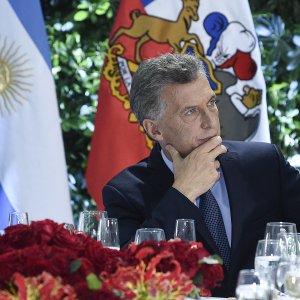 Argentina: vola l'inflazione, crolla il Peso e la Banca centrale porta i tassi al 40%