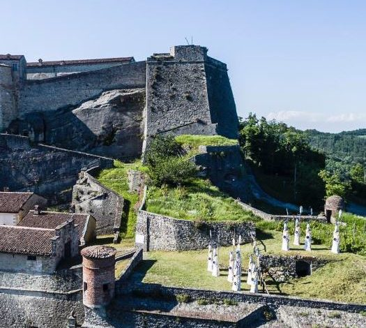 Una mostra di sculture all'insegna del Forte di Gavi