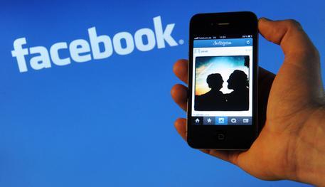 I social catturano più tempo della tv, 20 minuti al giorno