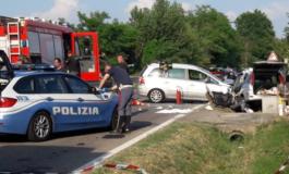 Scontro frontale fra due auto a Viguzzolo: sei feriti e una cabina dell'Enel distrutta