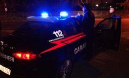 Camminava di notte a centro strada con le cuffie alle orecchie: investita da un'auto è morta sul colpo