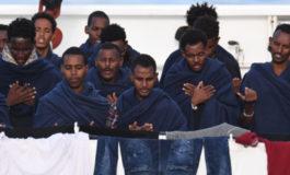 Il ministero della Salute ha ordinato lo sbarco di 17 migranti dalla Diciotti