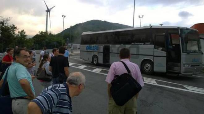Dopo il crollo del Viadotto Morandi sono aumentati i disagi dei pendolari che devono prendere il treno per Genova