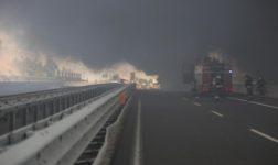 Rogo ed esplosioni a Bologna dopo incidente stradale: 2 morti e 55 feriti