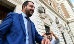 """Carta d'identità, Salvini cancella """"genitore 1 e 2"""" e ripristina """"madre e padre"""""""