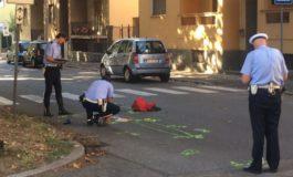 Anziana torna dalla spesa col carrello e muore investita da un furgone