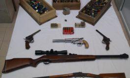 Deteneva armi non denunciate o modificate: è finito ai domiciliari