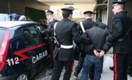 Arrestato marocchino mentre sta rubando in una borsa lasciata su una motocarrozzina