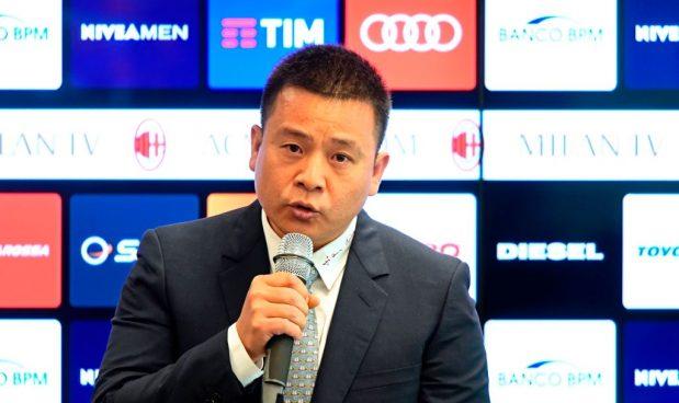 Milan: la Cina toglie il passaporto a Yonghong Li che non rimborsa i debiti dal 2014, e come ha fatto a pagare Fininvest?