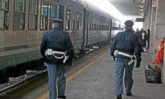 Tragica morte di un pensionato di 76 anni che attraversando i binari finisce sotto un treno a Novi