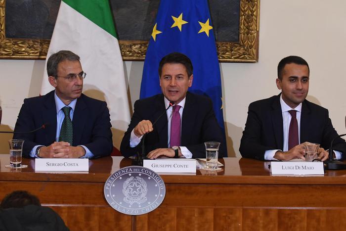 Firmato il Protocollo Rifiuti, Conte: tuteliamo la salute pubblica