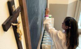 Rimossi i crocifissi da una scuola di Fiumicino: disturbano i mussulmani