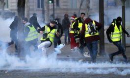 Gilet Gialli a Parigi: dopo otto ore di guerriglia evacuati gli Champs-Elysees