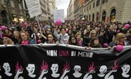 Migliaia di donne in piazza contro la violenza