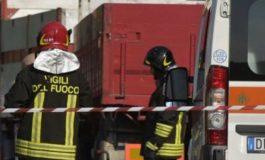 Padre dà fuoco alla casa, muore tra le fiamme il figlio di 11 anni