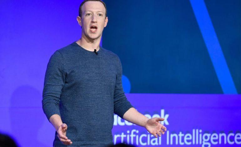 Le carte di credito spariranno presto: Facebook sfida le banche, da marzo si potrà pagare con Messenger e Whatsapp
