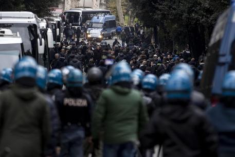 Lazio-Eintracht, scontri tra tifosi tedeschi e polizia: 5 fermati