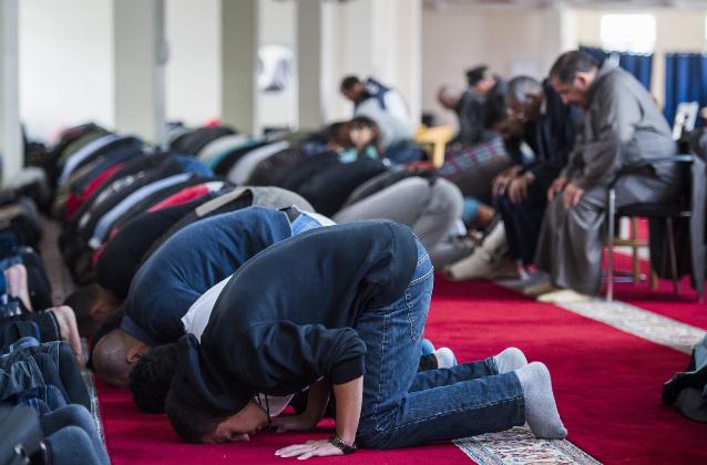 """La Germania vuole imporre una tassa sui musulmani """"contro le influenze radicali straniere"""""""