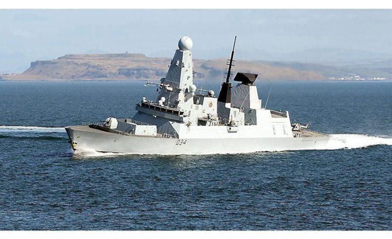 Londra vuole schierare navi da guerra nello Stretto di Dover contro gli sbarchi clandestini