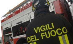 Auto a fuoco vicino al liceo scientifico Galilei, danneggiate anche altre vetture