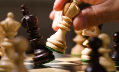 Abusi su due soci minorenni: ex presidente di un circolo scacchistico torinese patteggia due anni