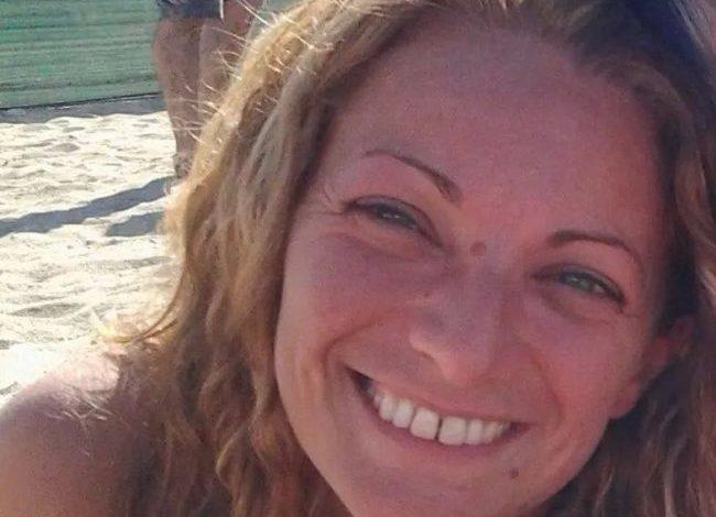 Dà fuoco all'auto guidata dalla ex: in manette cinquantenne, la donna è gravissima