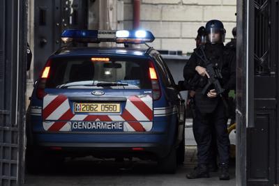 L'Italia chiede l'estradizione di due terroristi ma la Francia tentenna