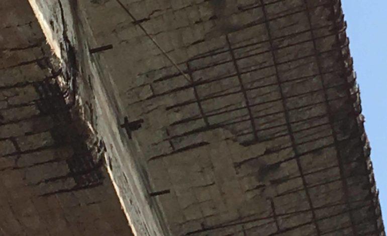 Il ponte sul Bormida: la parte storica in mattoni è sicura e resistente, quella più recente in cemento presenta invece il conto